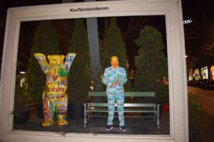Ingo ohne Flamingo bereitet sich in Berlin auf Karneval vor.