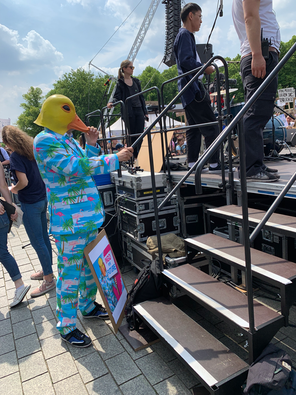 Ingo ohne Flamingo bei Fridays for Future in Berlin