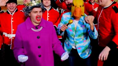 Ingo ohne Flamingo tanzt mit der Queen