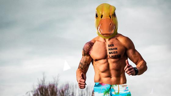 Ingo ohne Flamingo oberkörperfrei...Wein macht fit.