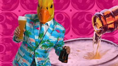 Ingo ohne Flamingo trinkt schnell, damit es wieder Leergut für Nachschub gibt