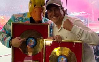 Ingo ohne Flamingo mit Manager holger Zimmermann und der goldenen Schallplatte für Saufen