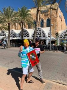 Ingo ohne Flamingo feiert goldene Schallplatte mit Erich Öxler vor dem Mega Park auf Mallorca.