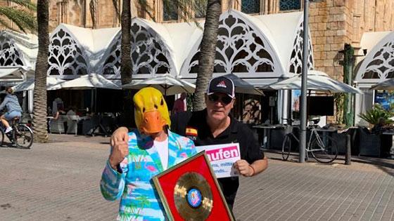 Ingo ohne Flamingo vor dem Mega Park Closing auf Mallorca.